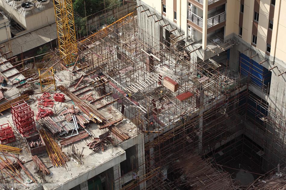 Строительство основания соседнего жилого комплекса.  Схема та же.