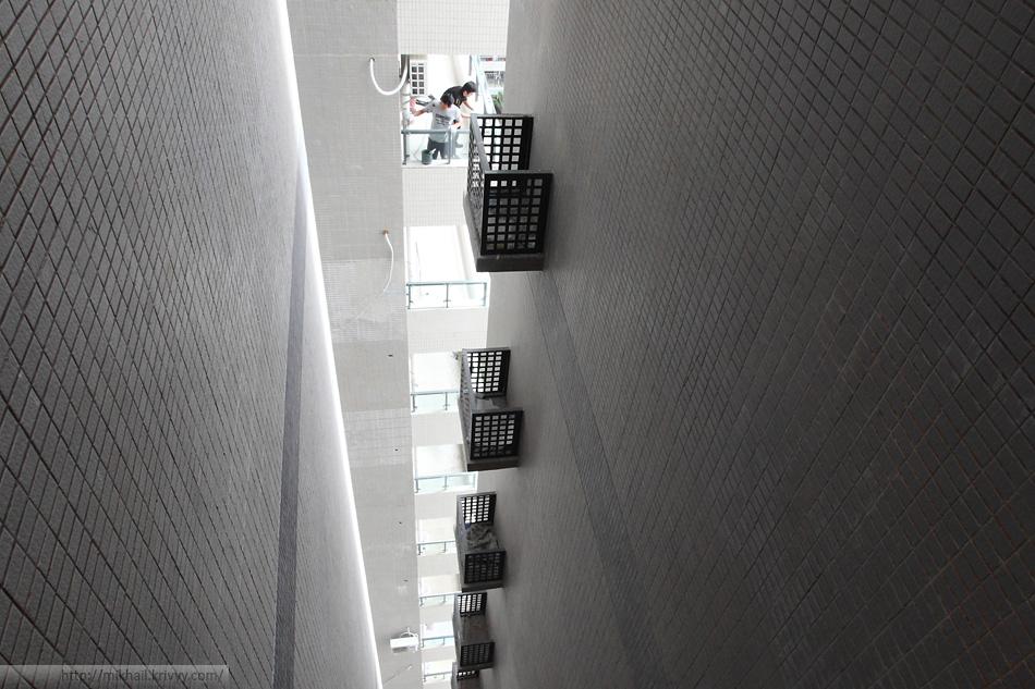 Вид из коридора, прямо напротив нашей квартиры.