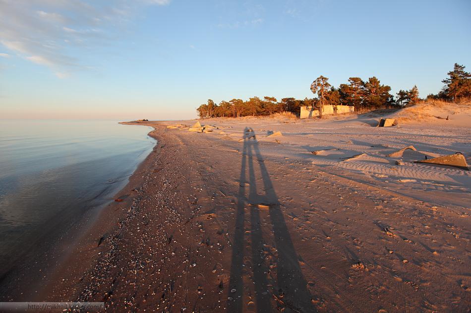 Бывшие фортификационные сооружения выходят непосредственно к пляжу.