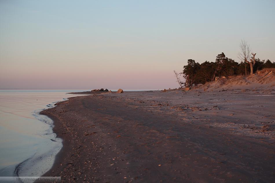 Вид в обратную сторону. Направо - Рижский залив, налево - Ирбенский пролив.