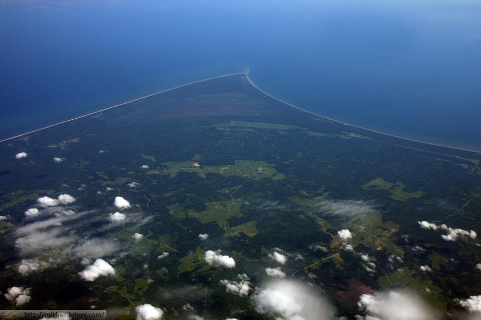 Эту фотографию я сделал во время перелета из Риги в Стокгольм Скавста. На ней виден не только мыс, но и, на другой стороне пролива, архипелаг эстонского острова Сааремаа.