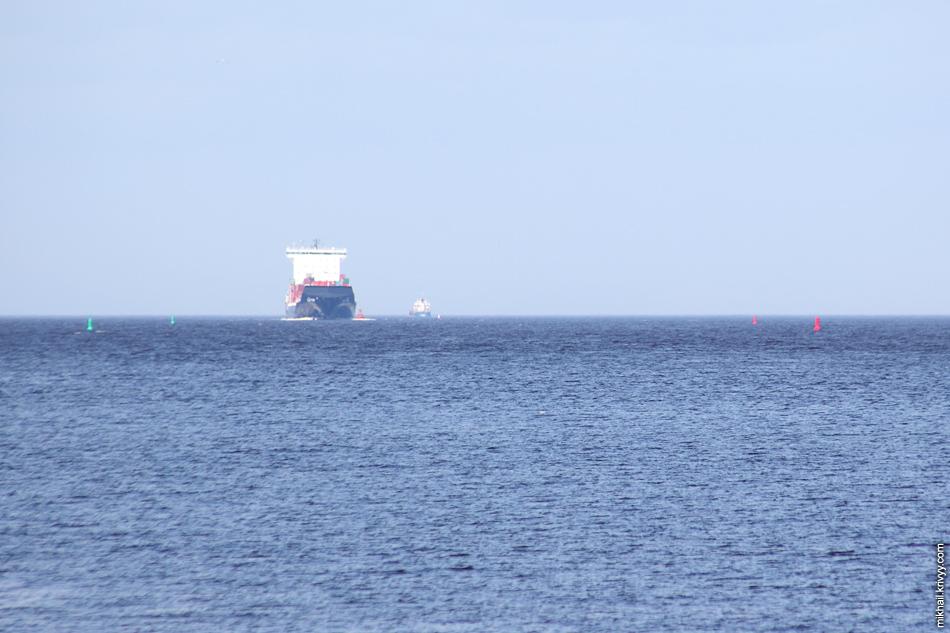 На рейде в этот день было всего 5 кораблей. Не знаю, может теперь это и норма.
