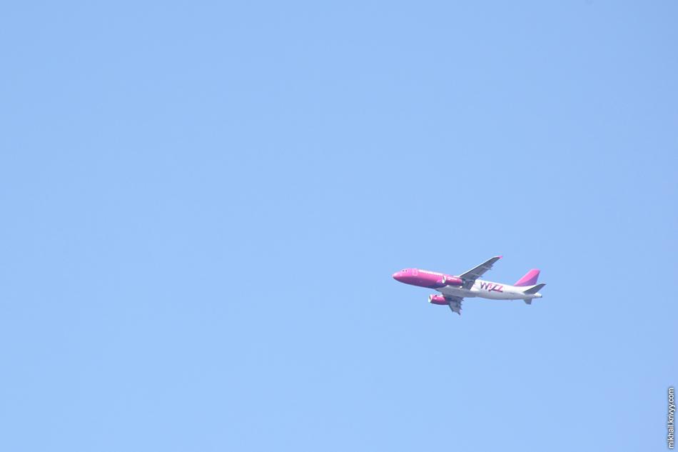 Движуха была и наверху. В рижском аэропорту (RIX) посадка была 18 полосу (со стороны залива).