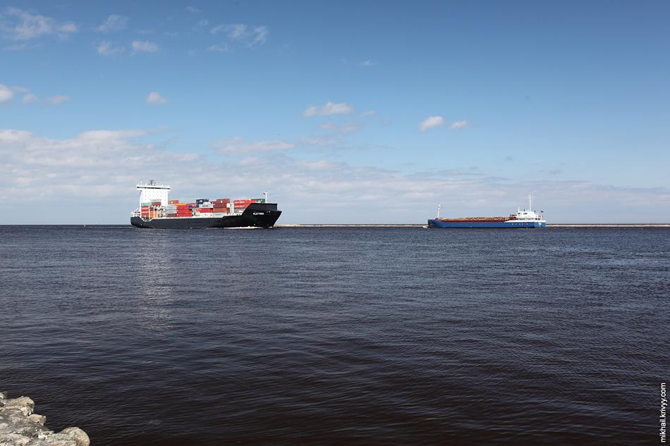 На самом деле, мы удачно подошли, кораблей почти не было. FLOTTBEK и EGON W с лесом.