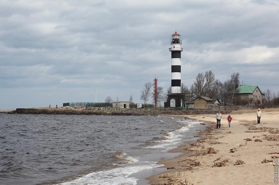 Даугавгривский маяк со стороны пляжа.