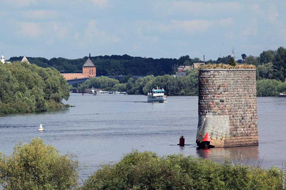 Кремль, Волхов, быки недостроенного моста.