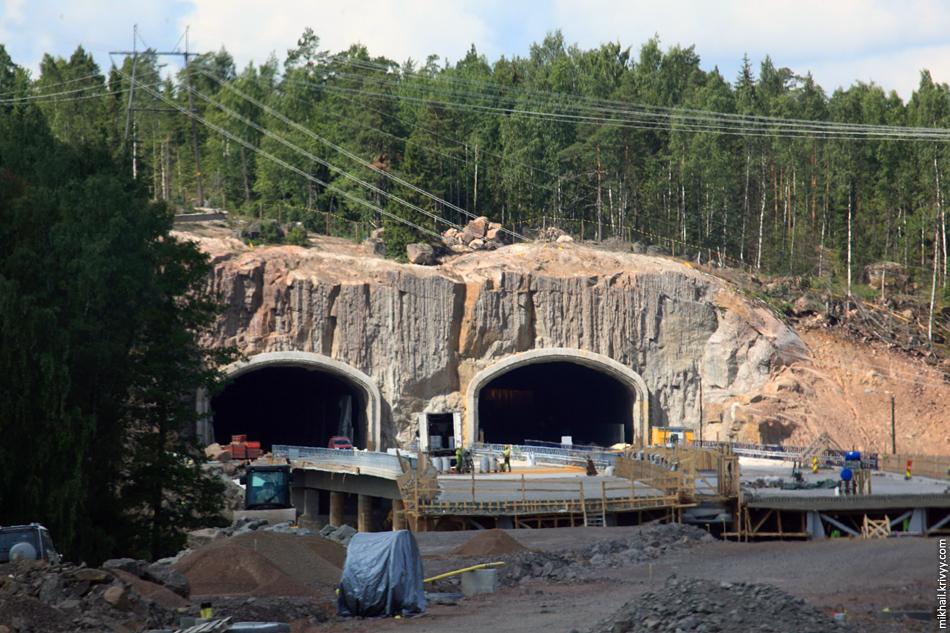 Самое интересное место - тоннель и мост в районе Ruotsinpyhtää. Дорога пройдет через небольшой перешеек между озером Savukoski и финским заливом.