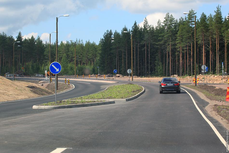 При строительстве автомагистрали пришлось перестроить почти все примыкающие и пересекающие дороги. Автомагистраль не должна доставлять неудобства местным жителям.