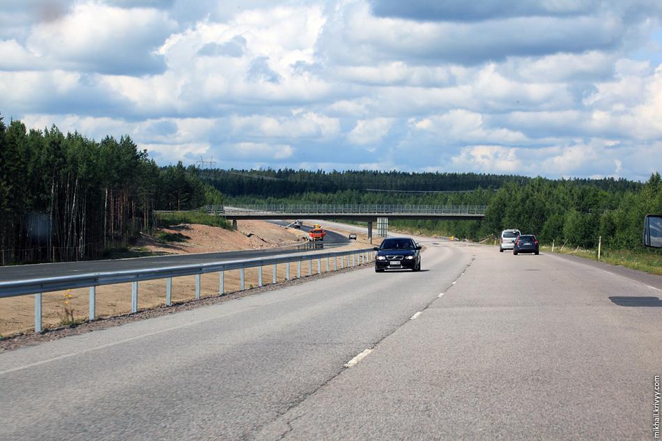 Ближе к Ловисе текущая E18 построена с учетом того что она будет заменена на автомагистраль. Соблюдены радиусы кривых, уклоны. Путепроводы имеют дополнительные пролет. Скорее всего, этот участок будет запущен в этом или следующем году.