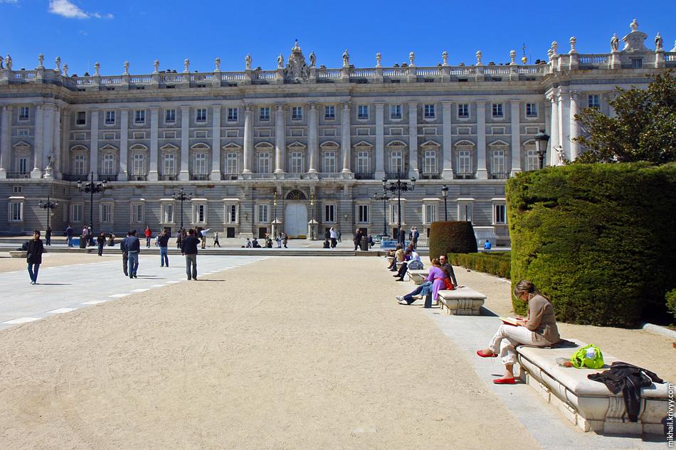 Восточная площадь (Plaza de Oriente), Королевский Дворец, Мадрид. Испания.
