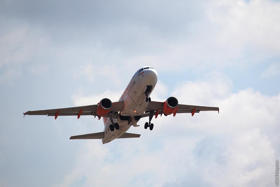 12:19, Airbus A319-111 G-EZBI, easyJet. Рейс EZY9008, Palma de Mallorca (PMI) - Lyon (LYS)