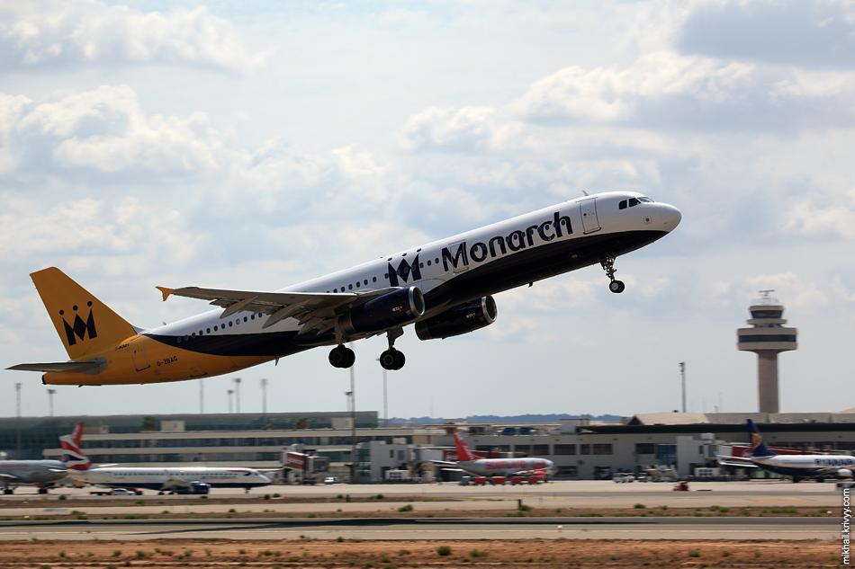 12:20, Airbus A321-231 G-ZBAG, Monarch Airlines. Рейс ZB7421, Palma de Mallorca (PMI) - East Midlands (EMA)
