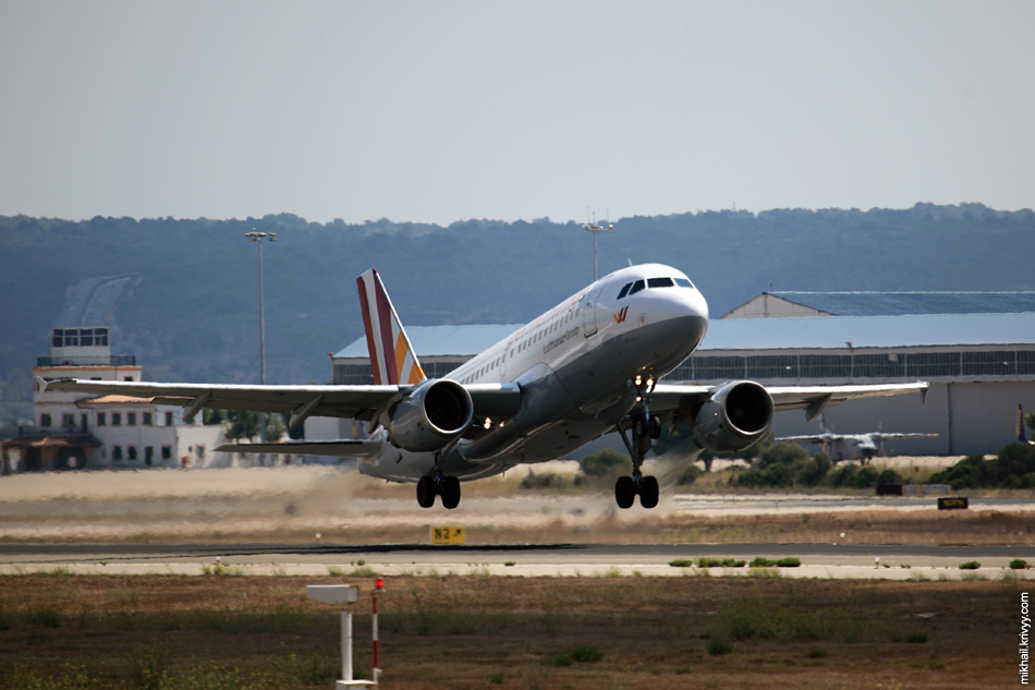 12:28, Airbus A319-112 D-AKNR, Germanwings. Рейс 4U2597, Palma de Mallorca (PMI) - Stuttgart (STR)