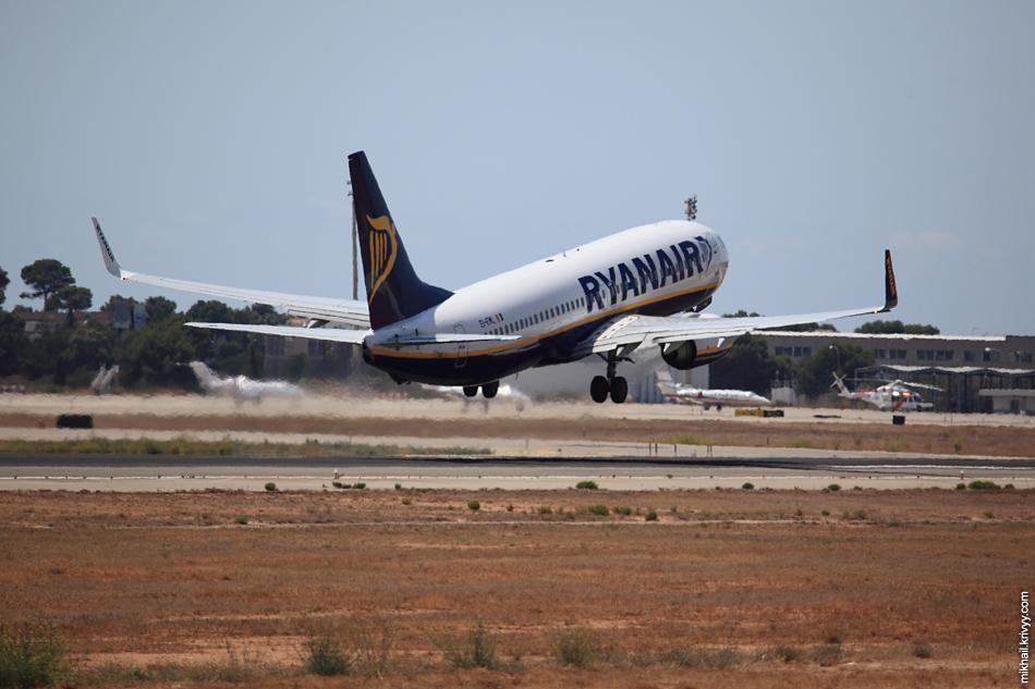 13:27, Boeing 737-800 EI-EML, Ryanair. Рейс FR2052 , Palma de Mallorca (PMI) - Madrid (MAD)