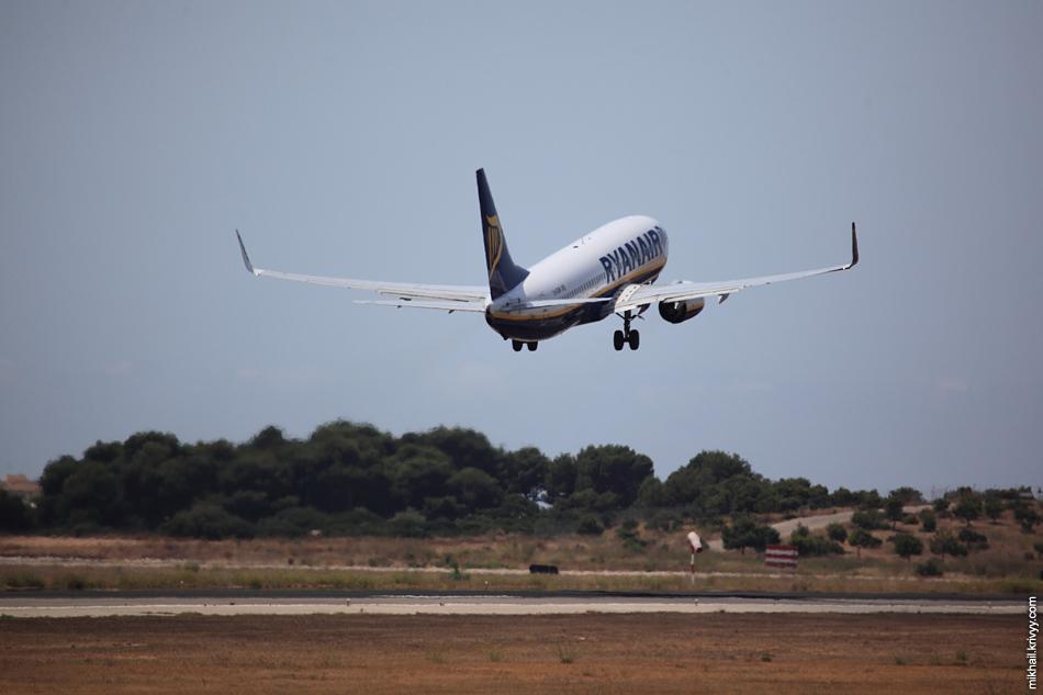 13:35, Boeing 737-800 EI-ESM, Ryanair. Рейс FR2327, Palma de Mallorca (PMI) - Leeds (LBA)