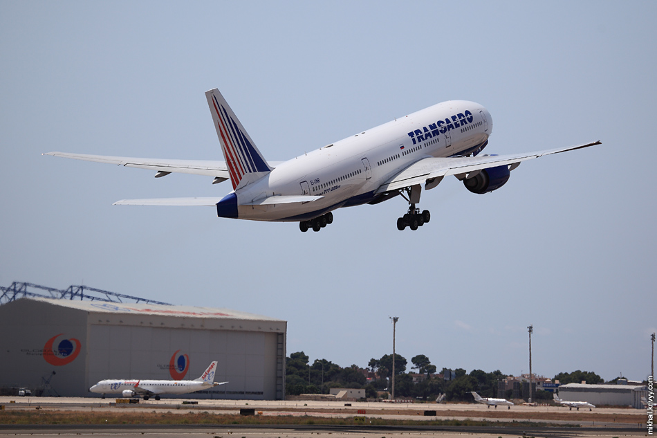 13:47, Boeing 777-212 EI-UNR, Transaero Airlines. Рейс TSO9106, Palma de Mallorca (PMI) - Moscow (DME)