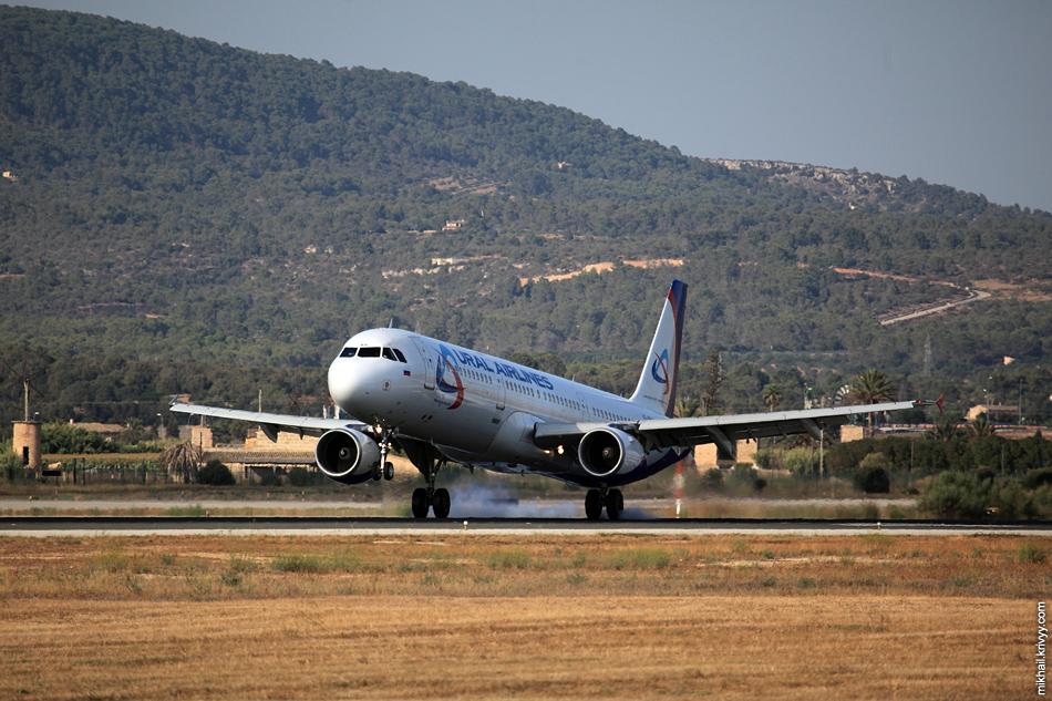 Airbus A321, VQ-BKH, Уральские Авиалинии. Из наших в этот день еще были Boeing-777 Трансаэро и Airbus A321 Нордвинд.
