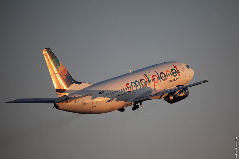 КДПВ. Small Planet Airlines - литовская чартерная авиакомпания.