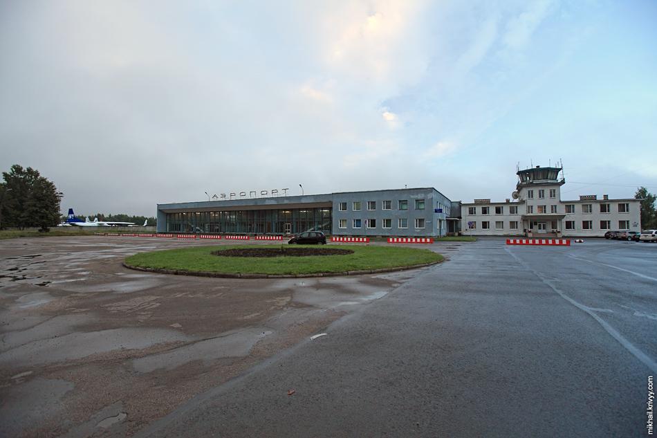 Псковский аэропорт. Время тут замерло в середине 80-х.