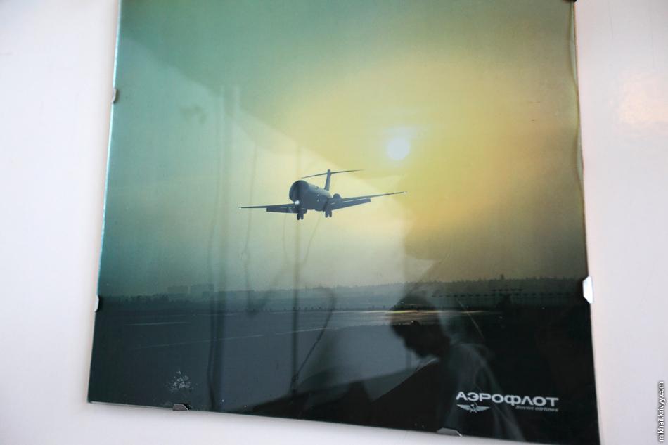 Фотографии на стенах псковского аэропорта. Ту-134.
