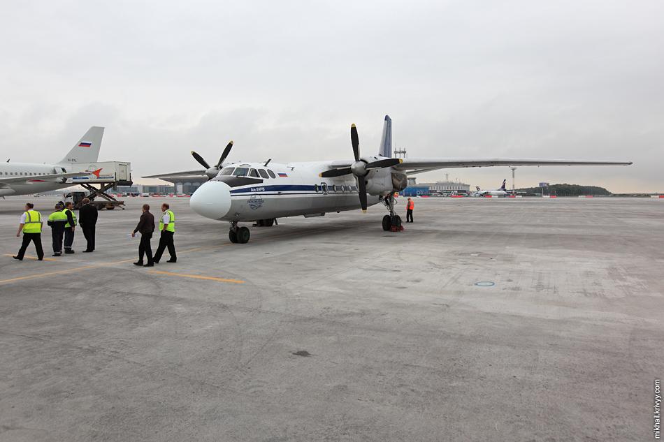 Псковский Ан-24РВ на пулковском перроне.