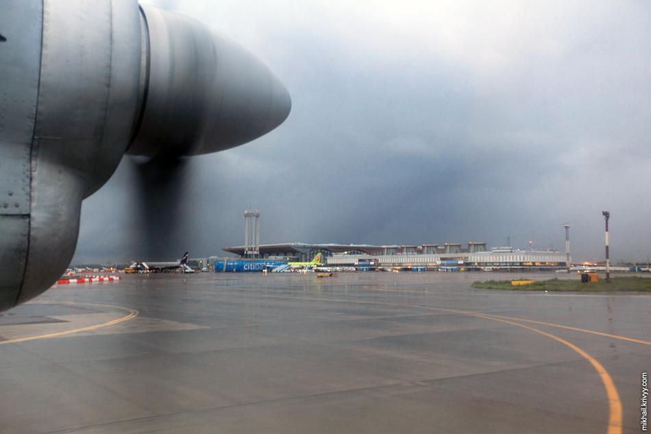 В Пулково самолет начал разгон прямо от терминала Пулково-1. Много ли надо Ан-24?