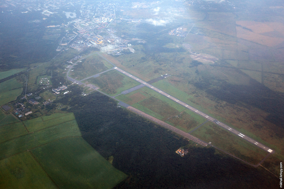 Аэродром Пушкин. Тут базируется 147-я отдельная вертолётная эксадрилья радиоэлектронной борьбы.