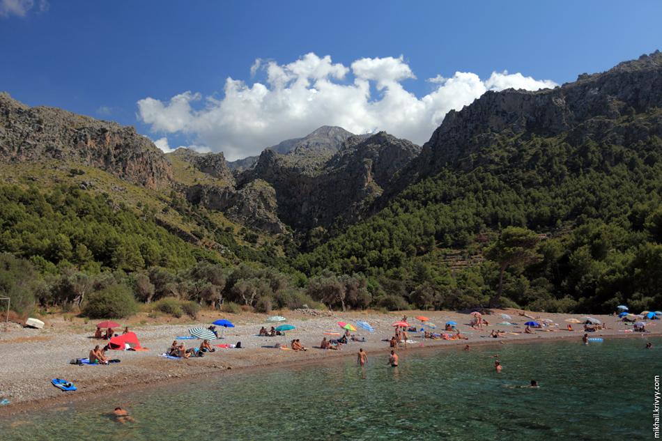 Пляж Cala Tuent и самая высокая гора острова Мальорка - пик Мэйдже (Puig Major)