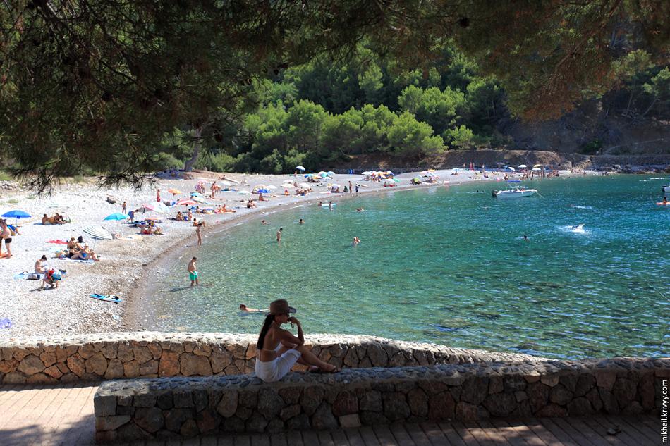 Пляж Cala Tuent оказался намного интереснее. Народу тут сильно меньше, а подводная жизнь сильно разнообразнее. Удалось немного посноркать.