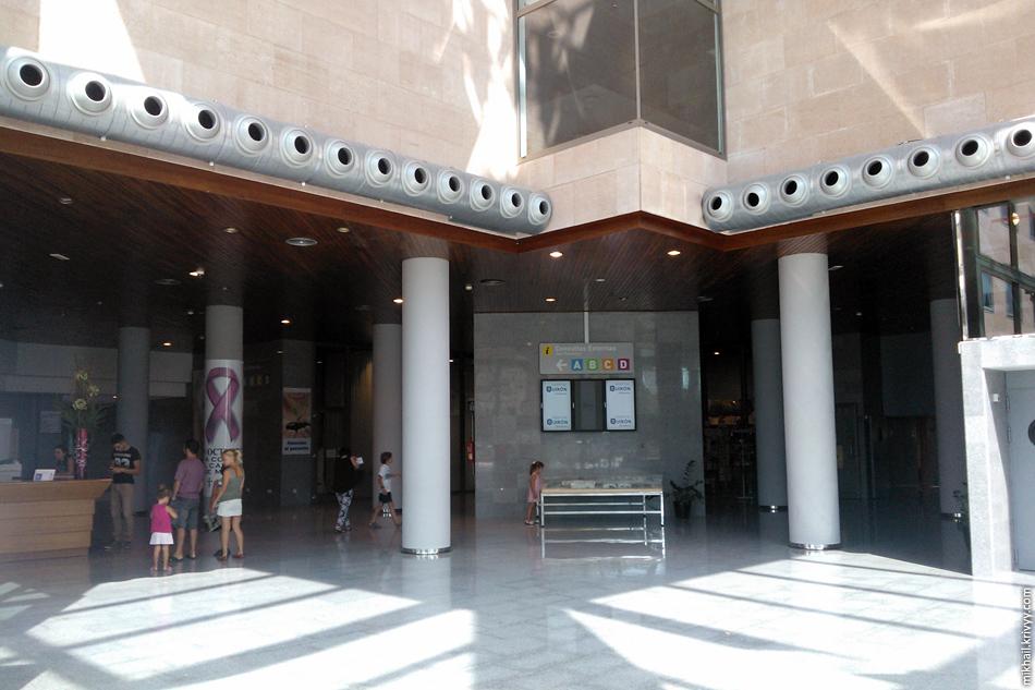 Hospital Quirón Palmaplanas. Основной холл.