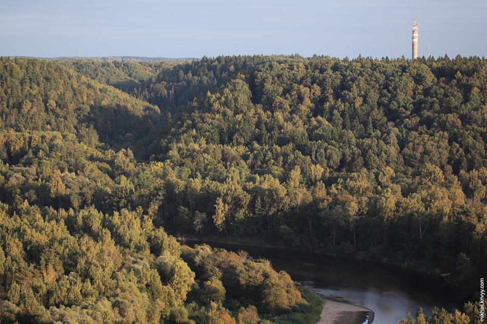 Долина реки Гауя. Вид с главной башни Турайдского замка.