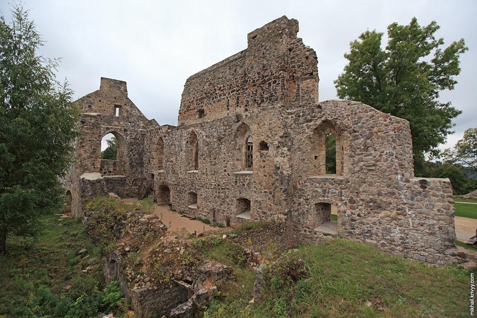 Фрагменты стен замковой капеллы. Замок Зегевольд. Сигулда. Латвия.