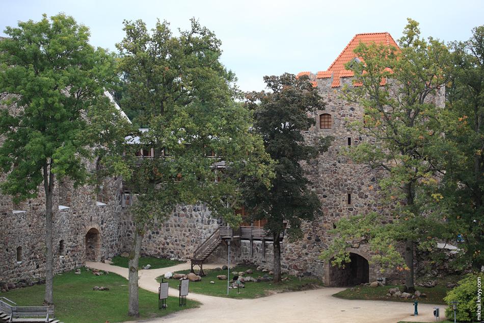 Замок Зегевольд.  Воротная башня. Сигулда. Латвия.