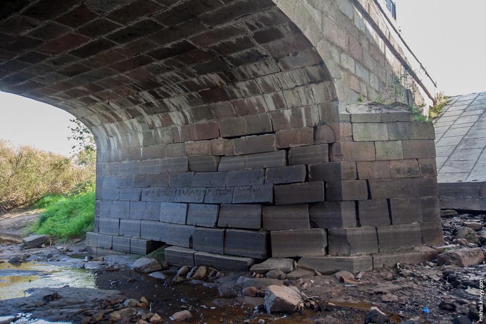 Разрушение стенок промежуточных опор.