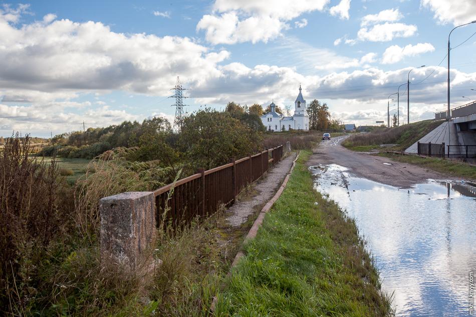 Мост через реку Виточка и храм Покрова Пресвятой Богородицы.