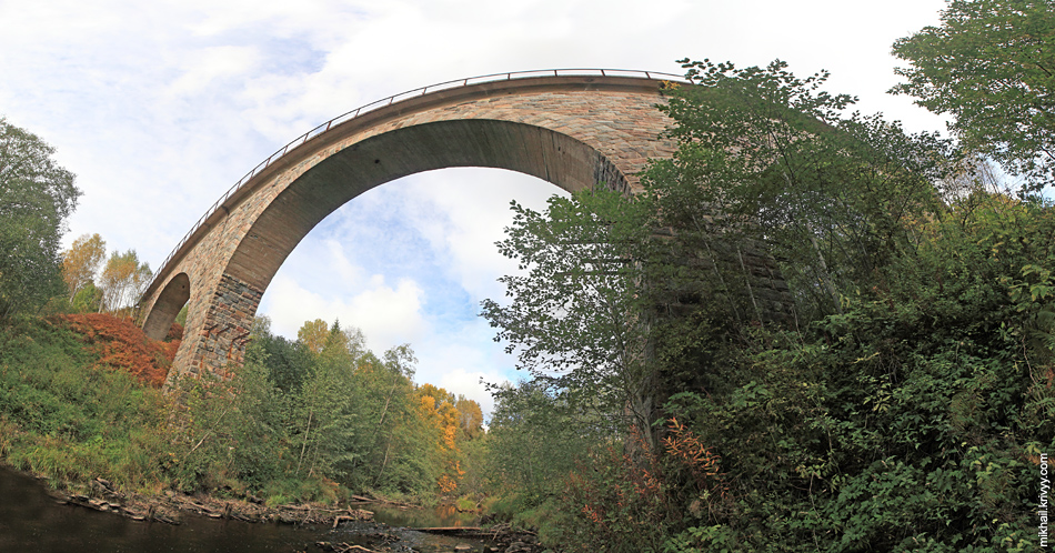 Вид из под самого моста. Склеено из нескольких кадров.