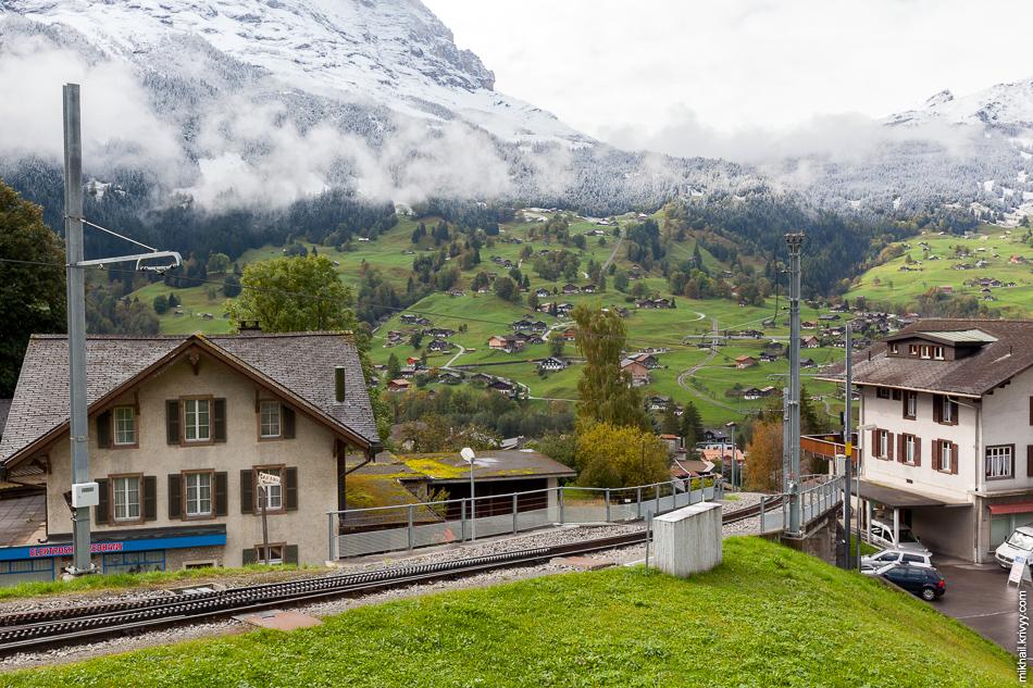 Гриндельвальд (Grindelwald). Вид со станции. Хорошо видно под каким уклоном идет зубчатая железная дорога.