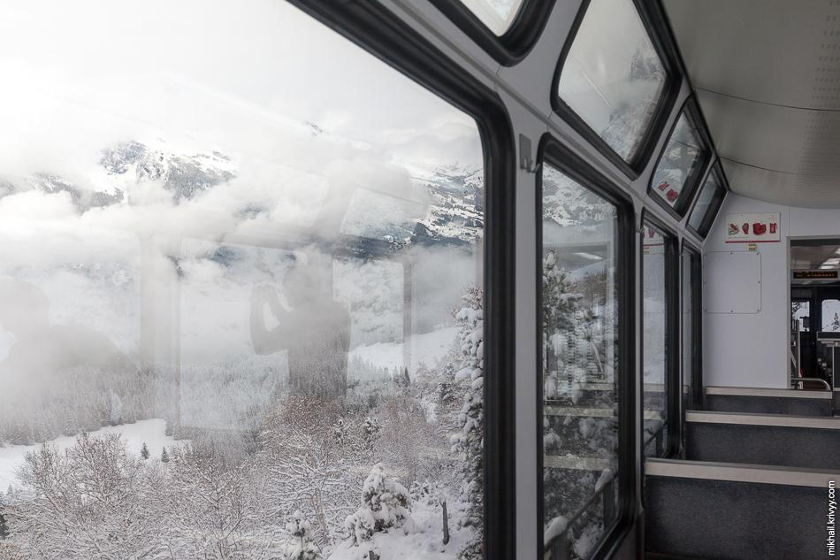 Вид из окна поезда Гриндельвальд (Grindelwald) - Клайне-Шайдег (Kleine Scheidegg).