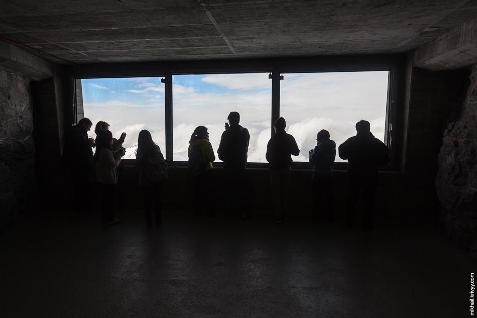 Смотровые окна на станции Айгерванд (Eigerwand). Высота 2864 метра.
