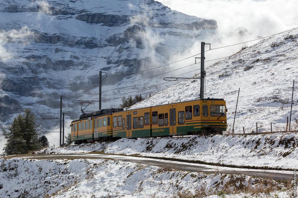 "Поезд железной дороги ""Венгернальп"" (Wengernalpbahn). Клайне-Шайдег (Kleine Scheidegg) - Лаутербруннен (Lauterbrunnen)."