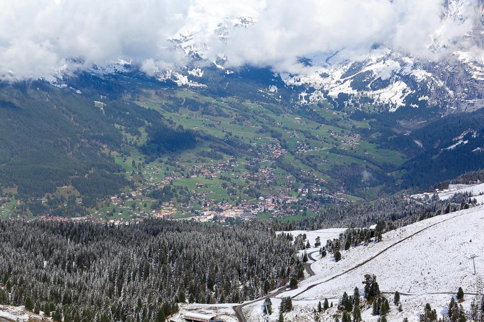 Вид на Гриндельвальд (Grindelwald). Клайне-Шайдег (Kleine Scheidegg).