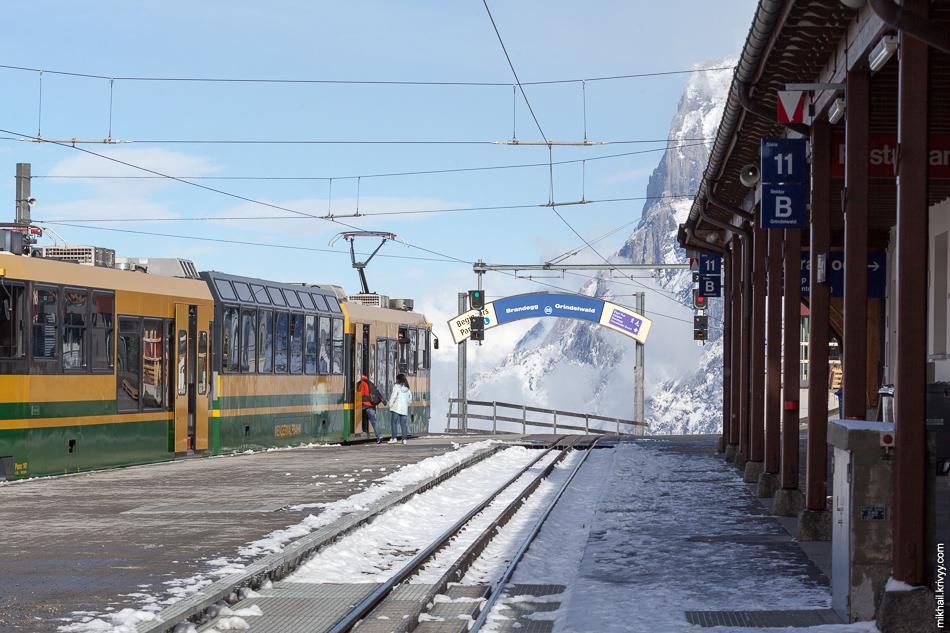 Станция Клайне-Шайдег (Kleine Scheidegg). Вид в сторону Гриндельвальда (Grindelwald).