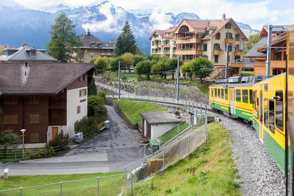 Венген (Wengen). Вид из окна поезда.