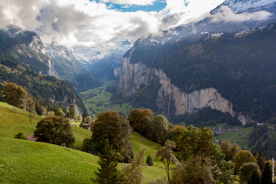 Вид на долину Лаутербруннен (Lauterbrunnen).