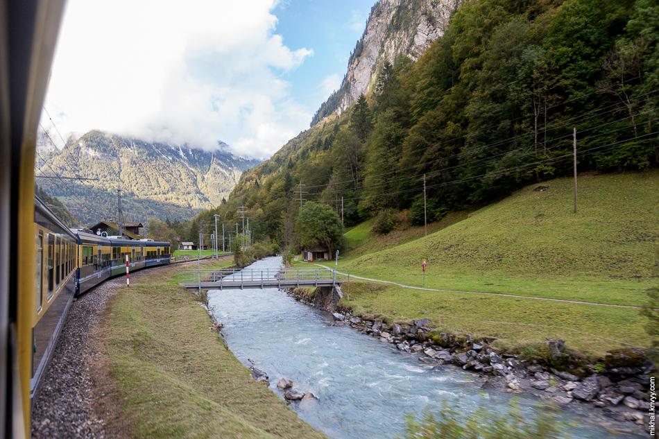 От Лаутербруннена (Lauterbrunnen) до Интерлакена поезд шел достаточно быстро. Зубчатый участок тут совсем небольшой.