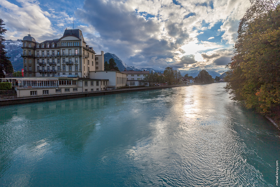 Интерлакен (Interlaken). Река Аре (Aare).