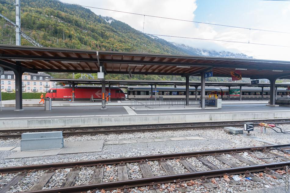 Наш поезд на станции Интерлакен Ост (Interlaken Ost). Типичный швейцарский Intercity.