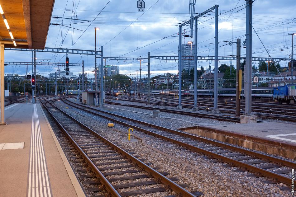 Станция Bern SBB. До гостиницы мы уже добрались затемно.