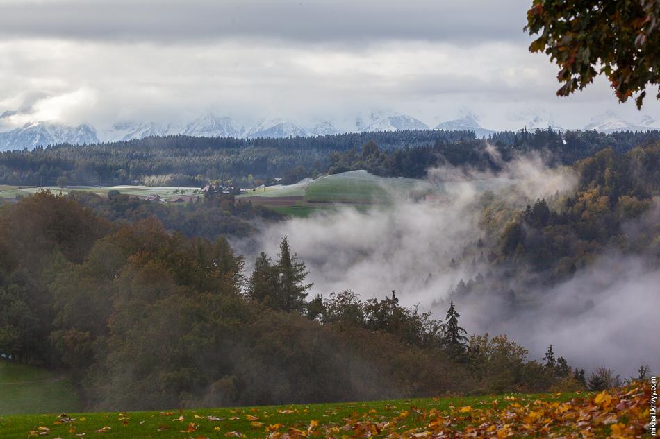 С утра гор почти не было видно.