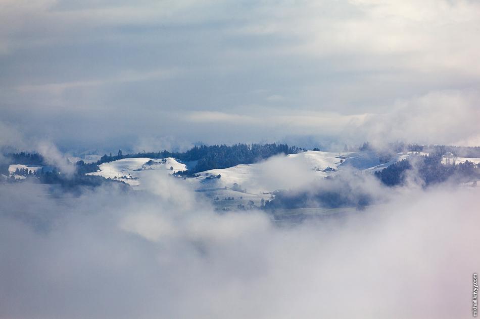 Снег на соседних холмах. Вид с горы Гуртен (Gurten).